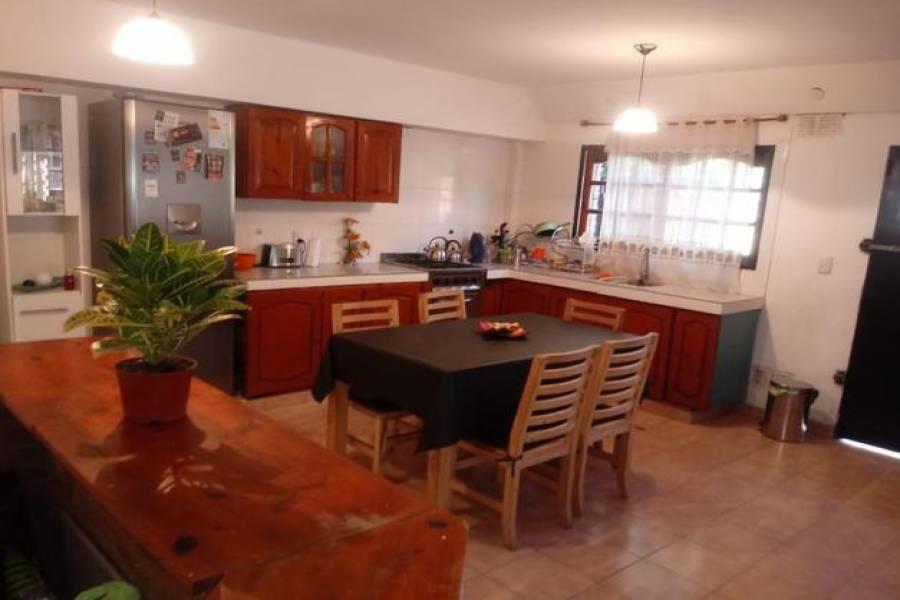 G.B.A. Zona Oeste - Ituzaingó - Parque Leloir, Buenos Aires, Argentina, 4 Habitaciones Habitaciones, ,3 BathroomsBathrooms,Chacras-Quintas,Venta,El Chacho,1021