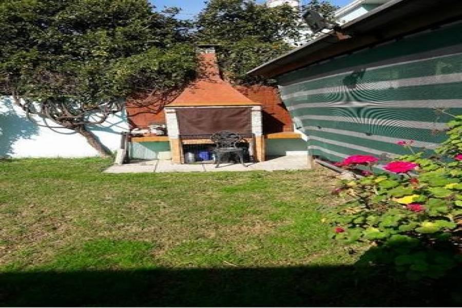 Bs.As. G.B.A. Zona Oeste, Buenos Aires, Argentina, 4 Habitaciones Habitaciones, ,2 BathroomsBathrooms,Casas,Venta,Madrid ,1028
