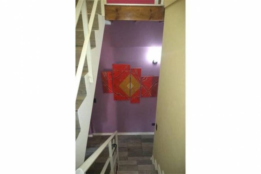 Bs.As. G.B.A. Zona Oeste, Buenos Aires, Argentina, 3 Habitaciones Habitaciones,1 BañoBathrooms,Duplex/Triplex,Venta,Juan Xxiii ,1034