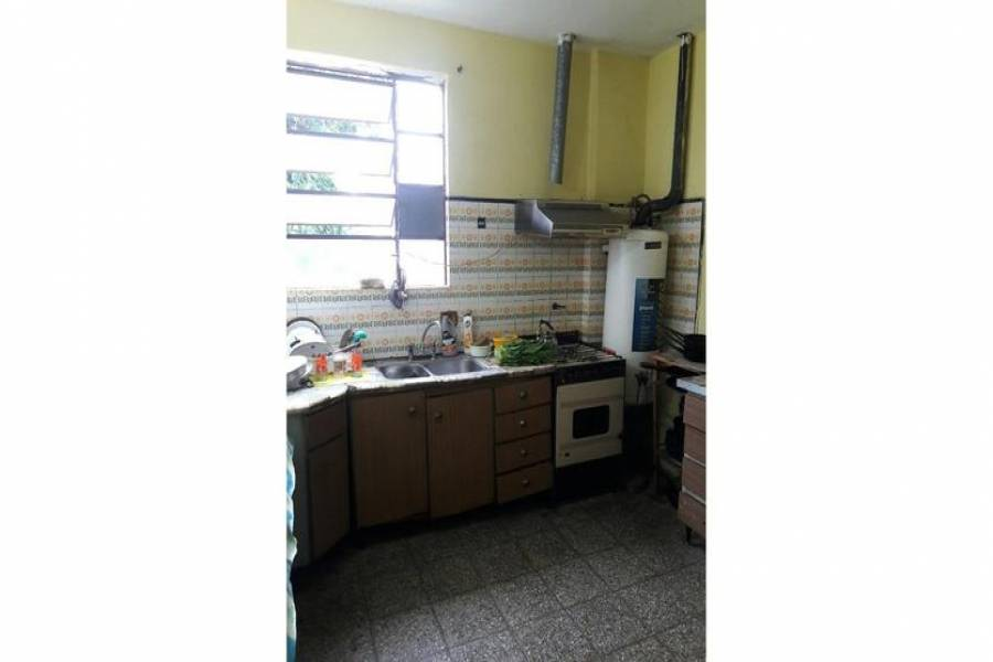 G.B.A. Zona Oeste, Buenos Aires, Argentina, 2 Habitaciones Habitaciones, ,1 BañoBathrooms,Casas,Venta,Juan Xxiii,1054