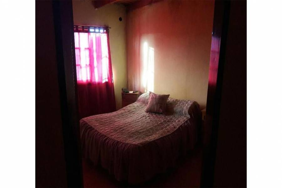 G.B.A. Zona Oeste, Buenos Aires, Argentina, 3 Habitaciones Habitaciones, ,2 BathroomsBathrooms,Casas,Venta,Sanchez De Thompson,1056